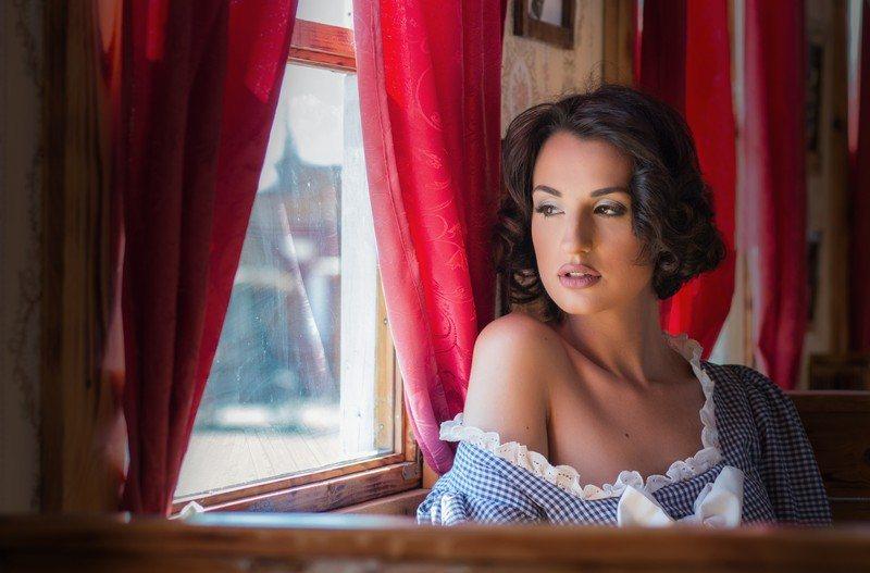Portré ablaknál